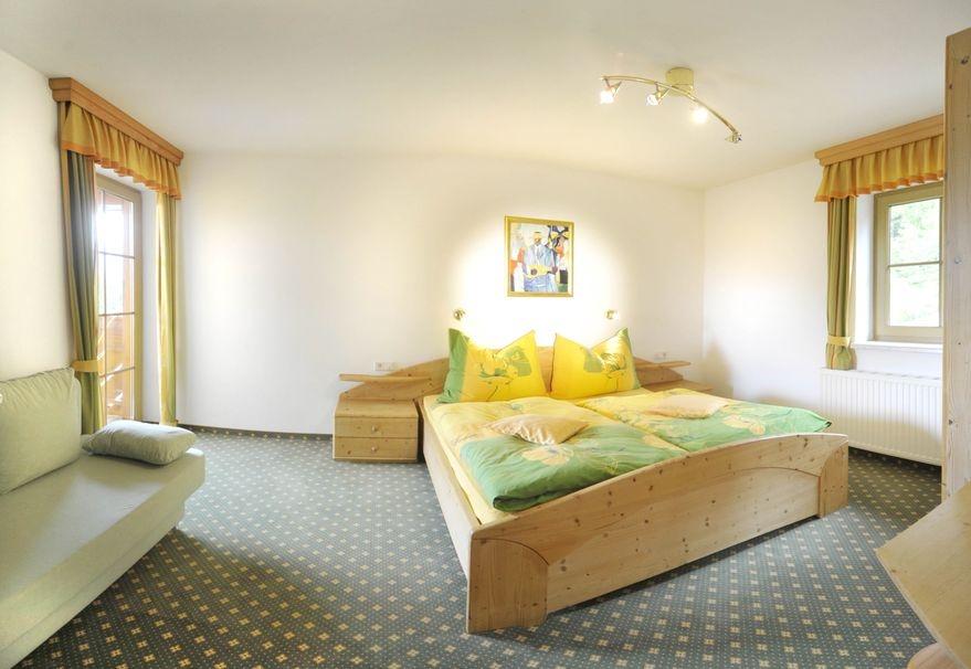 Schlafzimmer-1 - Ferienwohnung-1 - Haus Melody